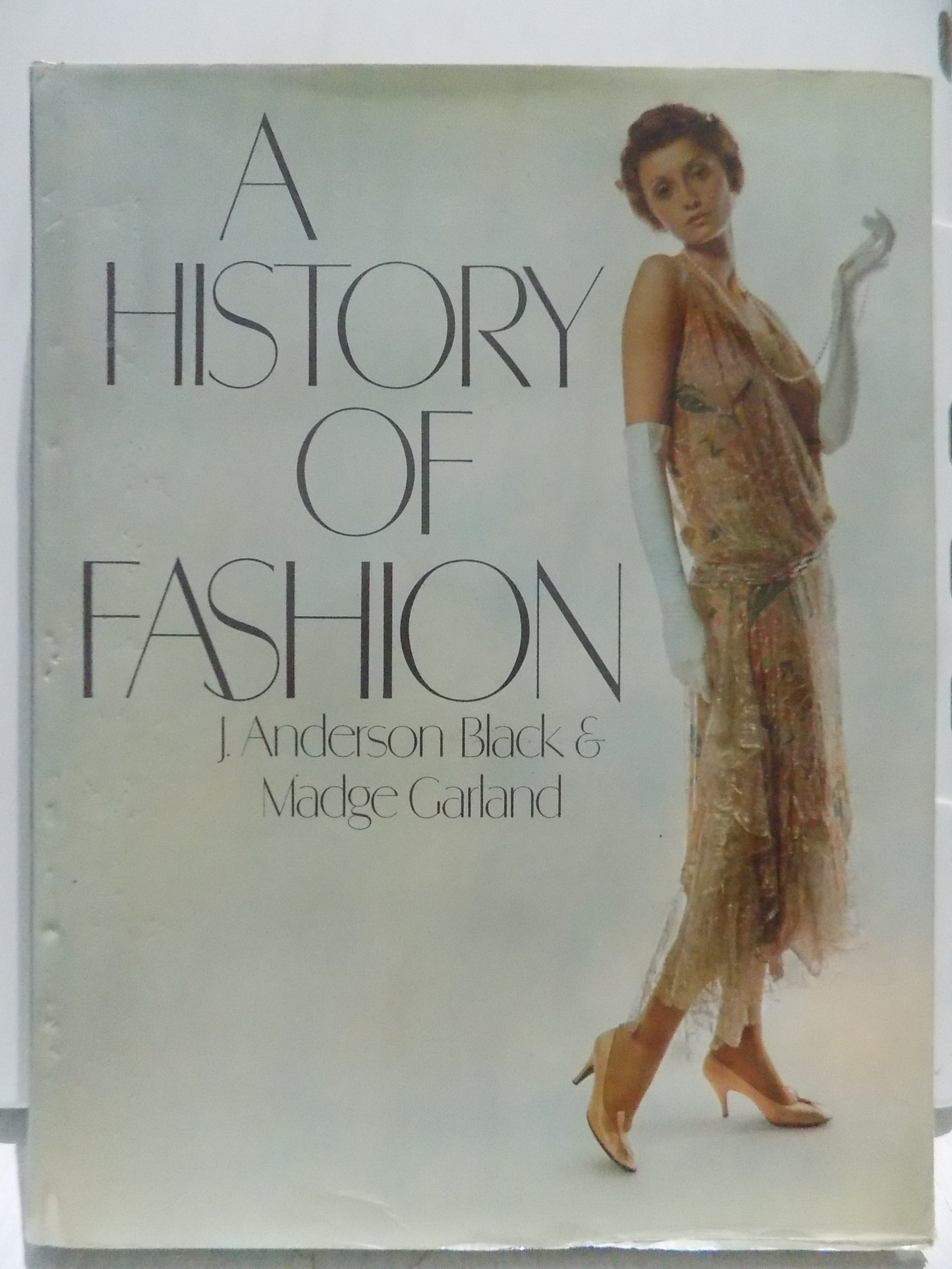 A History Of Fashion J Anderson Black Madge Garland 9780748102419 Amazon Com Books