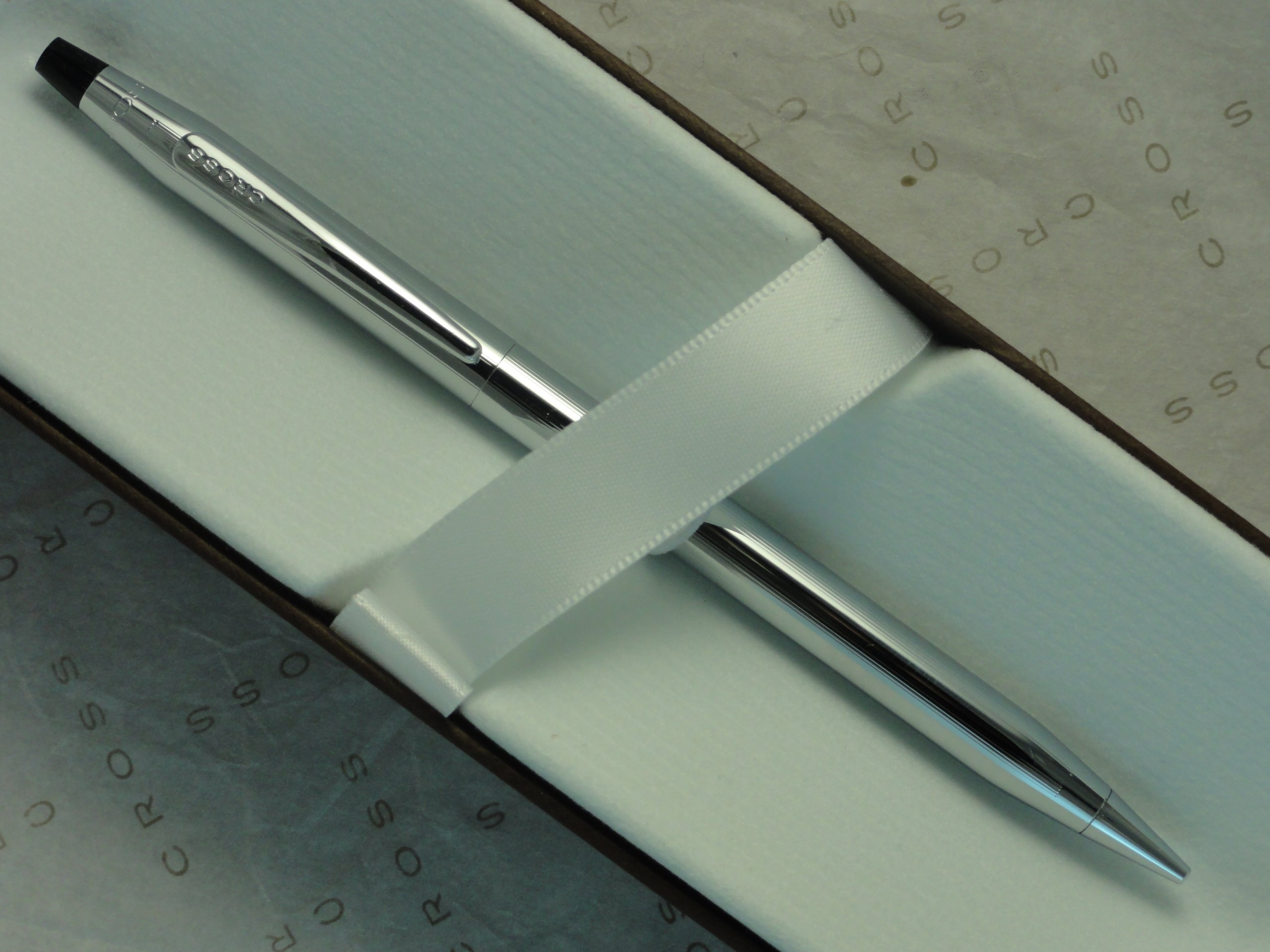 Cross Century Classic Polished Lustrous Chrome Pencil with 0.5MM Lead . '