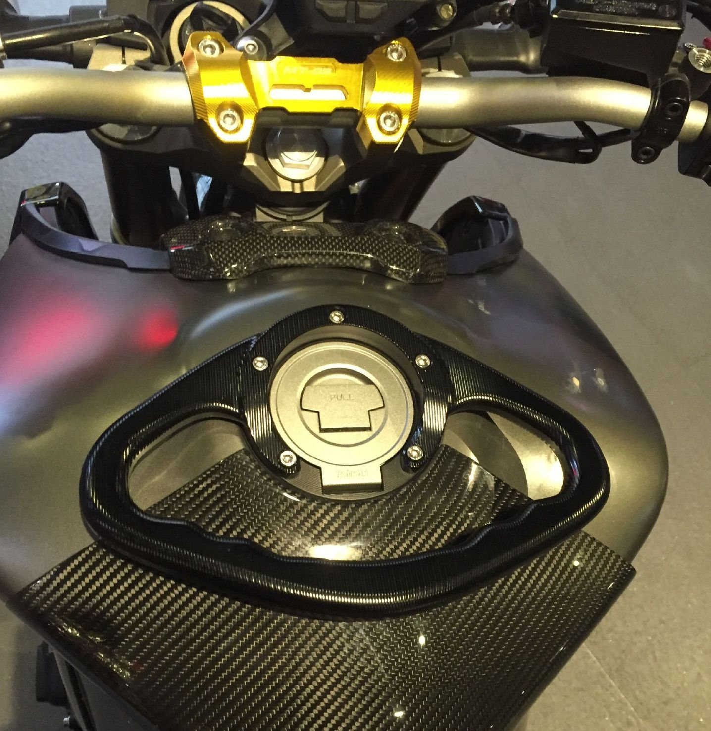 Ocamo Passager Poign/ée R/éservoir Barre dappui Poign/ées Accoudoir pour Yamaha FZ1/FZ6/FZ8/XJ6