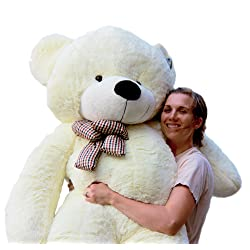 Cute Christmas present ideas for girlfriend: Giant Teddy