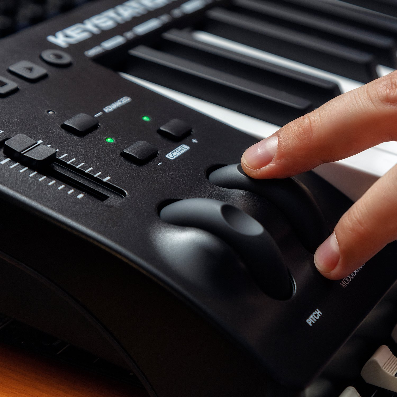 M-Audio Keystation 61MK3 | Compact Semi-Weighted 61-Key USB-Powered MIDI Keyboard Controller by M-Audio (Image #3)