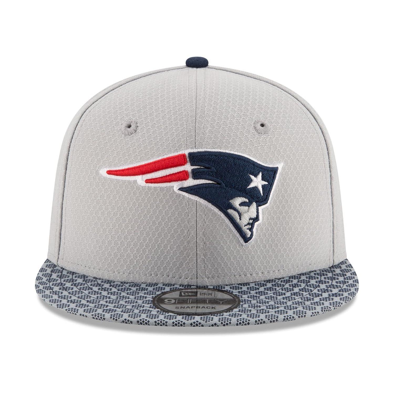 b47fb254bcb Amazon.com   New Era 9Fifty Hat New England Patriots Sideline 17 On Field  Adjustable Snapback Cap   Sports   Outdoors