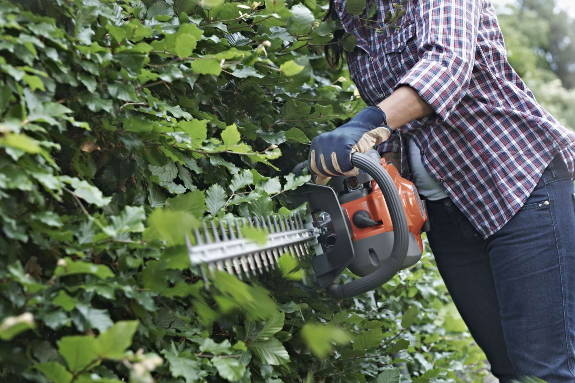 Husqvarna 122HD45 22cc Gas Hedge Trimmer Clipper Saw 18in Dual Action (Renewed)