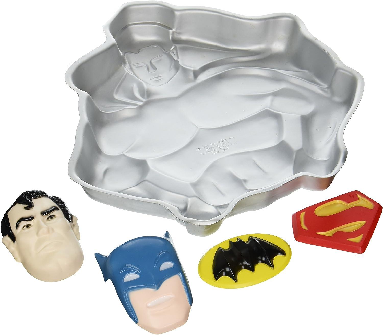 Amazon Com Wilton Superman Batman Super Hero Cake Pan 502 1212 1977 Retired Novelty Cake Pans Kitchen Dining