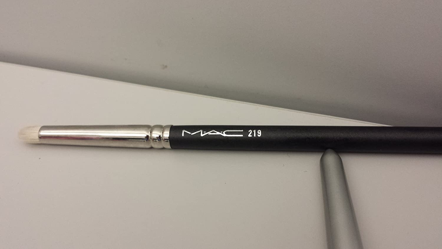 Mac #219 Eye Pencil Brush by M.A.C: Amazon.es: Belleza