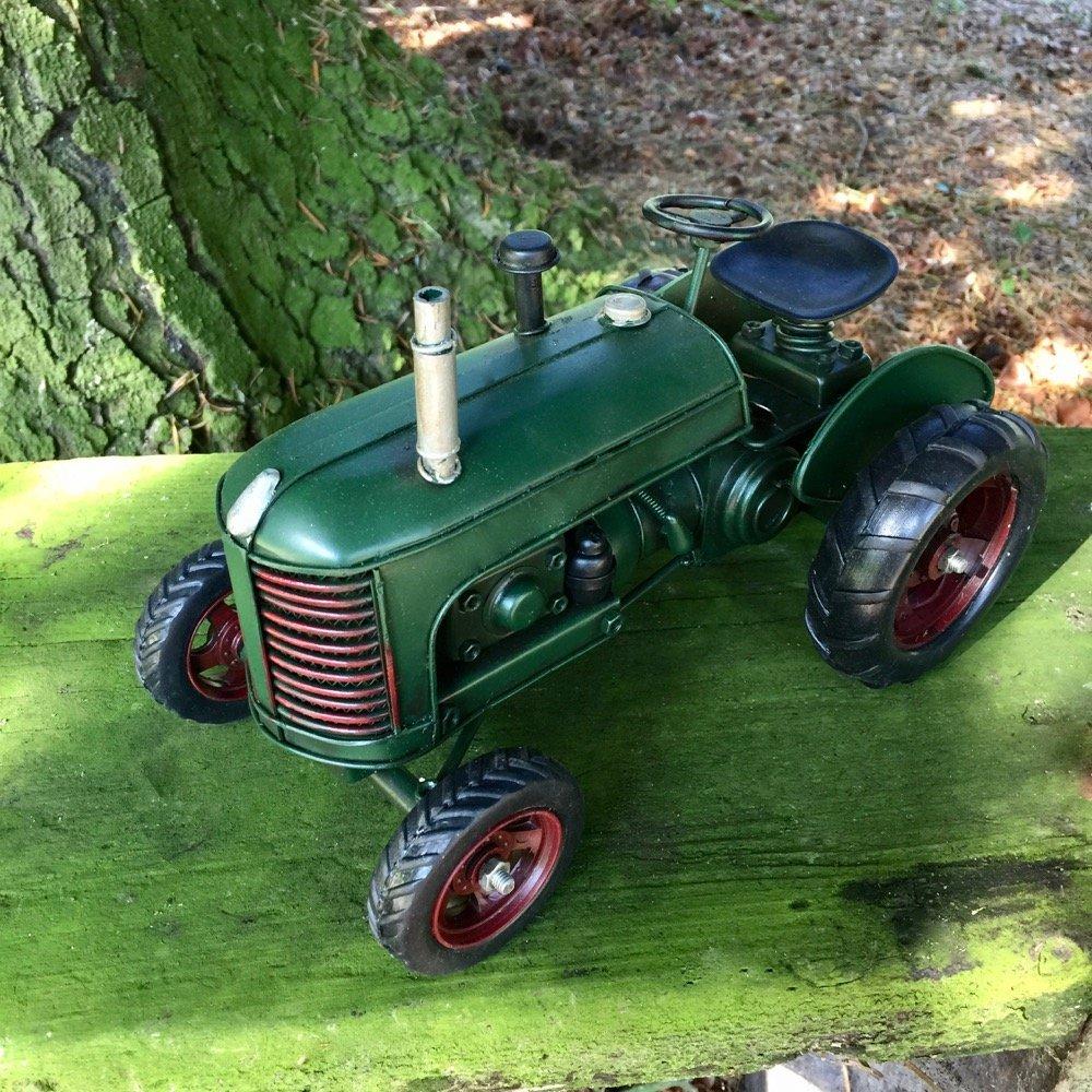Schreibtisch Dekoration Blechspielzeug Oldtimer Trecker alter grüner Traktor Antikspielzeug