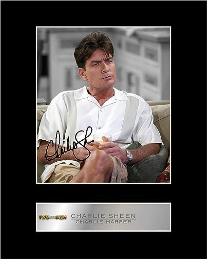 Charlie Sheen firmada foto enmarcada de dos hombres y medio: Amazon.es: Hogar