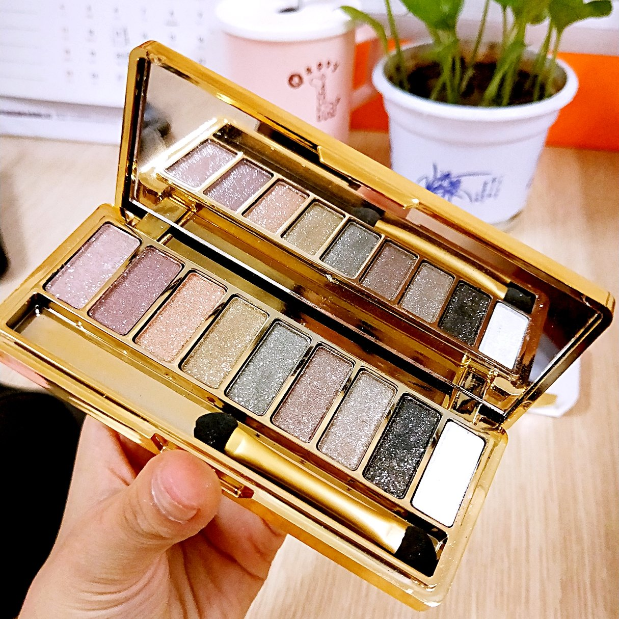 pevor Eyeshadow Palette High Pigment Glitter & Shimmer Pearl Eyeshadow 9 Colors Waterproof Makeup Glitter Eyeshadow Palette with Brush Eye Shadows