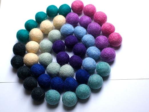 7d8d5094fd Colección llena de color de 50 bolas de fieltro