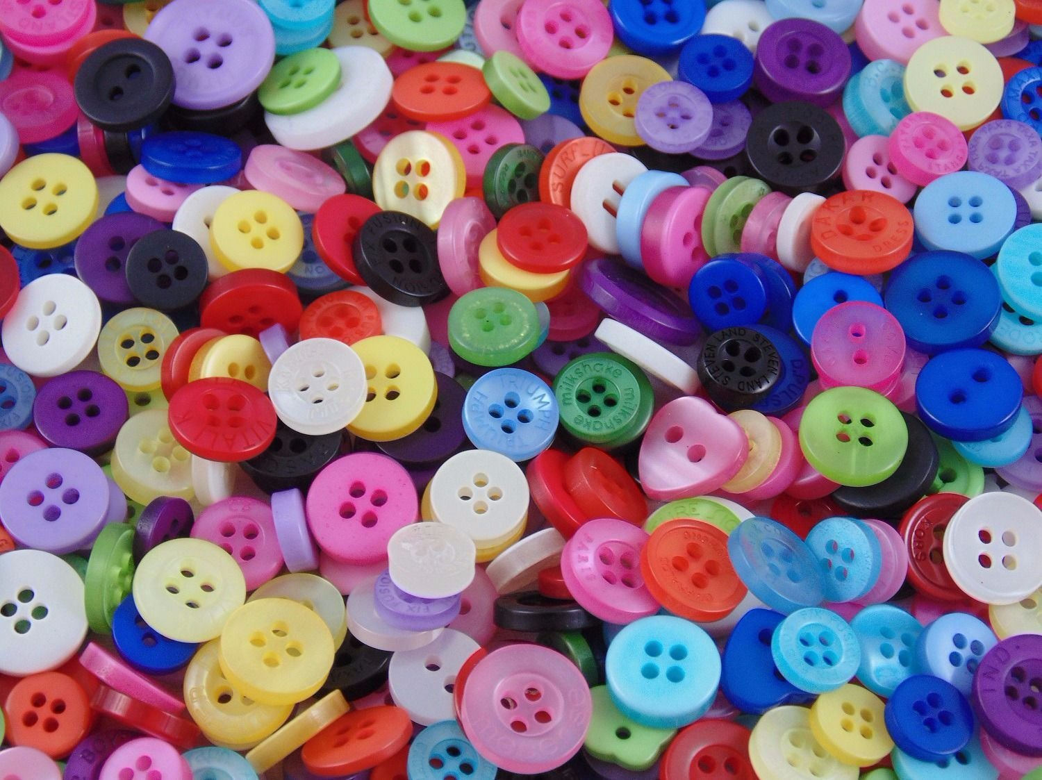 Mixed Buttons Resin Sewing Crafts Knitting Crochet 100gm Red White /& Blue