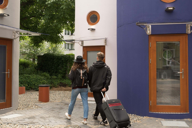 3 Tage im weltweit ersten Hoteltower f/ür Zwei /übernachten Holi-Berlin in Berlin-Lichtenberg Hotelgutschein Gutschein Kurzreise Kurzurlaub Reise Geschenk Reiseschein