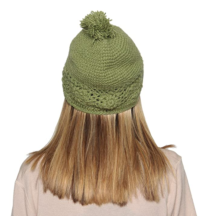 99f0c31dad7 Amazon.com  KayJayStyles Winter Woolen Nepal Hand Cabel Knit Pom Pom Beanie  Hat Cap (Green)  Clothing