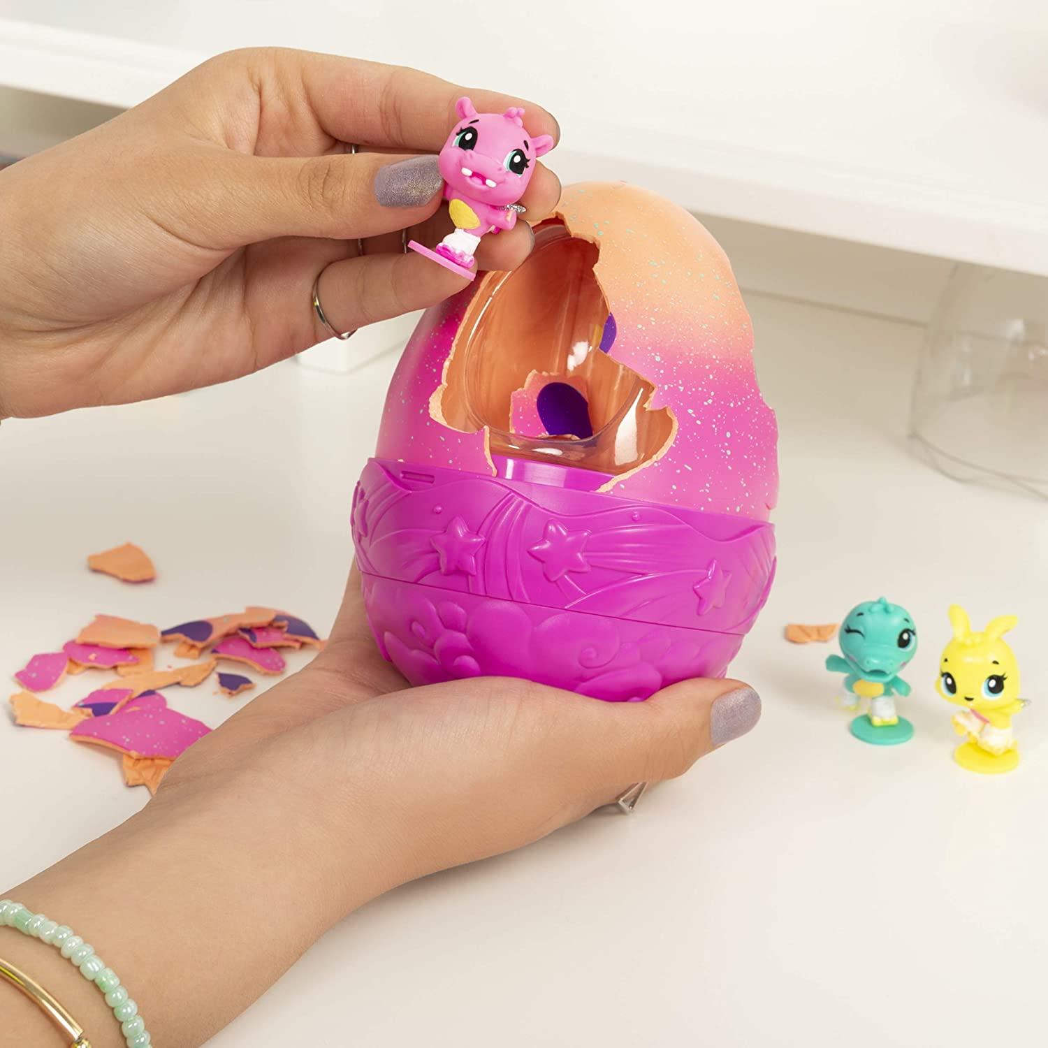 Secret Surprise Playset with 3 Styles May Vary Hatchimals Colleggtibles