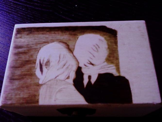 "René Magritte ""The Lovers"" pyrography box. Caja de madera pirograbada. René"