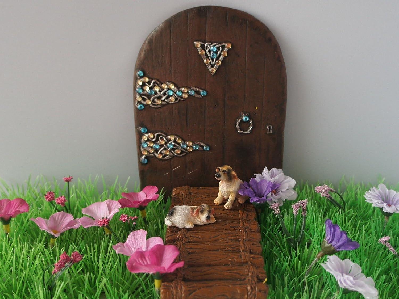 Ma/ßstab 1:12 2 Miniaturhunde als Feengartenzubeh/ör 1 sitzender und 1 liegender Hund