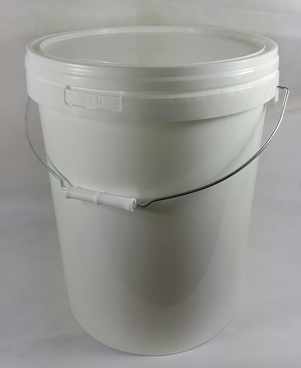 25 LITRE PLASTIC BUCKET WITH LID AND METAL HANDLE, HARD WEARING BUCKET RPC CONTAINERS LTD