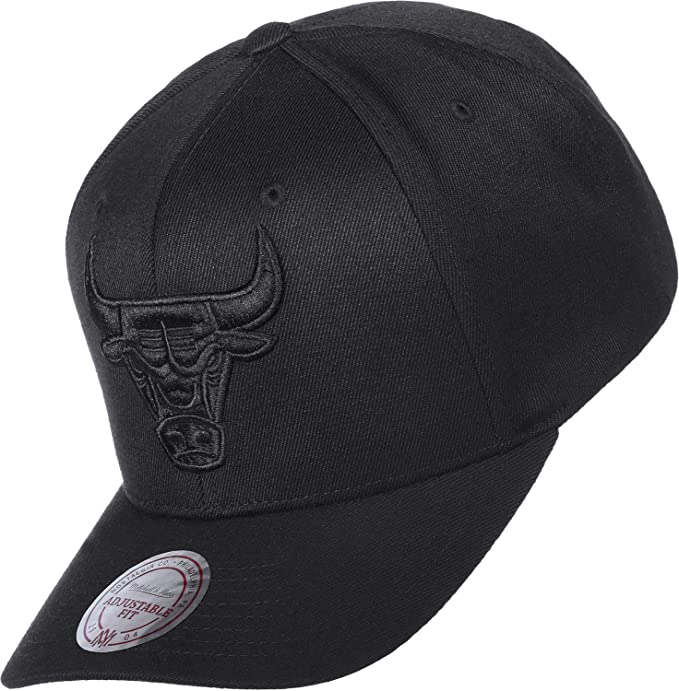 Mitchell   Ness NBA Chicago Bulls 110 Snapback  Amazon.it  Abbigliamento bdbf774a4efd