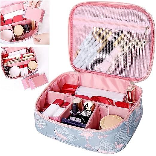 0187d11ec Bolsa portátil para el maquillaje con compartimentos acolchados que se  pueden ajustar al gusto. Está elaborada en material impermeable para evitar  ...