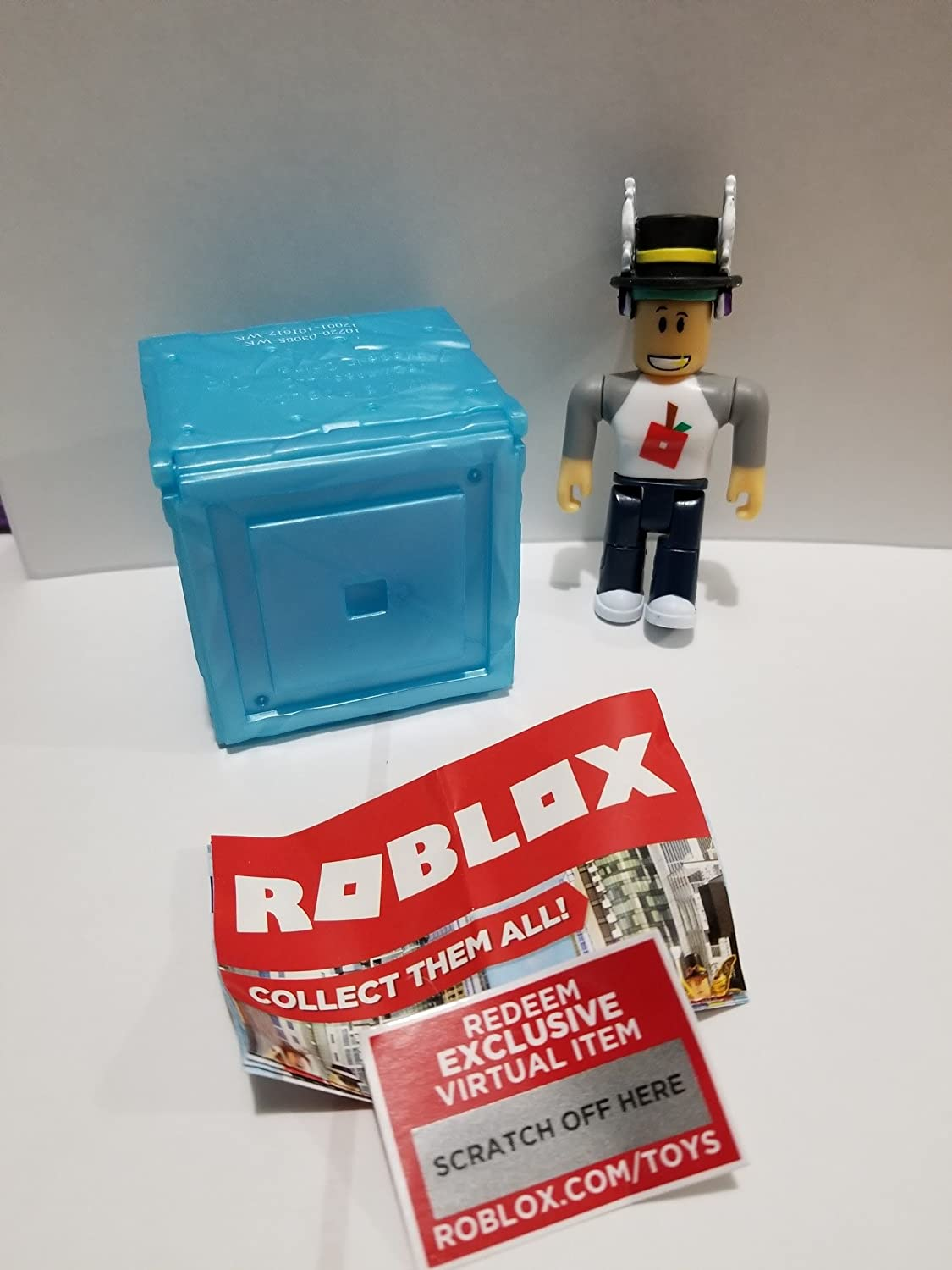 Amazon Com Roblox Series 3 Treelands Shopkeeper Action Figure