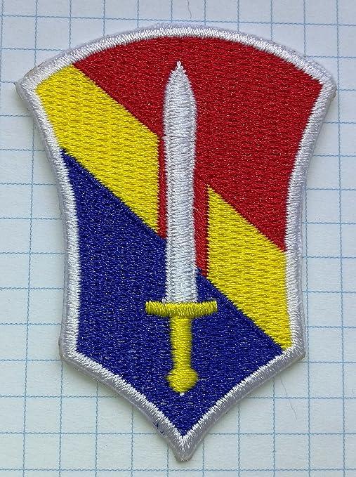Espada rojo amarillo azul de cierre), diseño de escudos gamuza de bordado hierro en. Pasa ...
