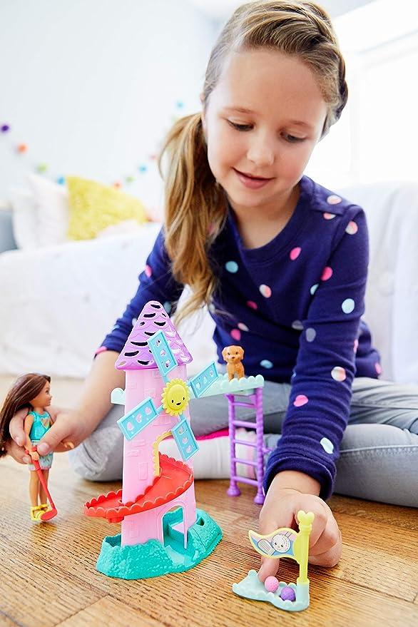 Barbie Muñeca Chelsea con mini golf, accesorios muñeca (Mattel FRL85)