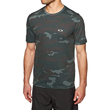 37d40ee3 Oakley Link Short Sleeve Sports Top X Large Blackout Camo: Amazon.co.uk:  Clothing