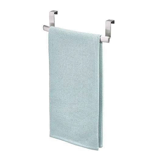 InterDesign Axis Toallero curvado para paños de cocina, pequeño perchero para puerta en acero inoxidable, toallero sin taladro, plateado