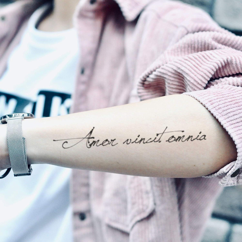 Tatuaje Temporal de Amor Vincit Omnia (2 Piezas) - www.ohmytat.com ...
