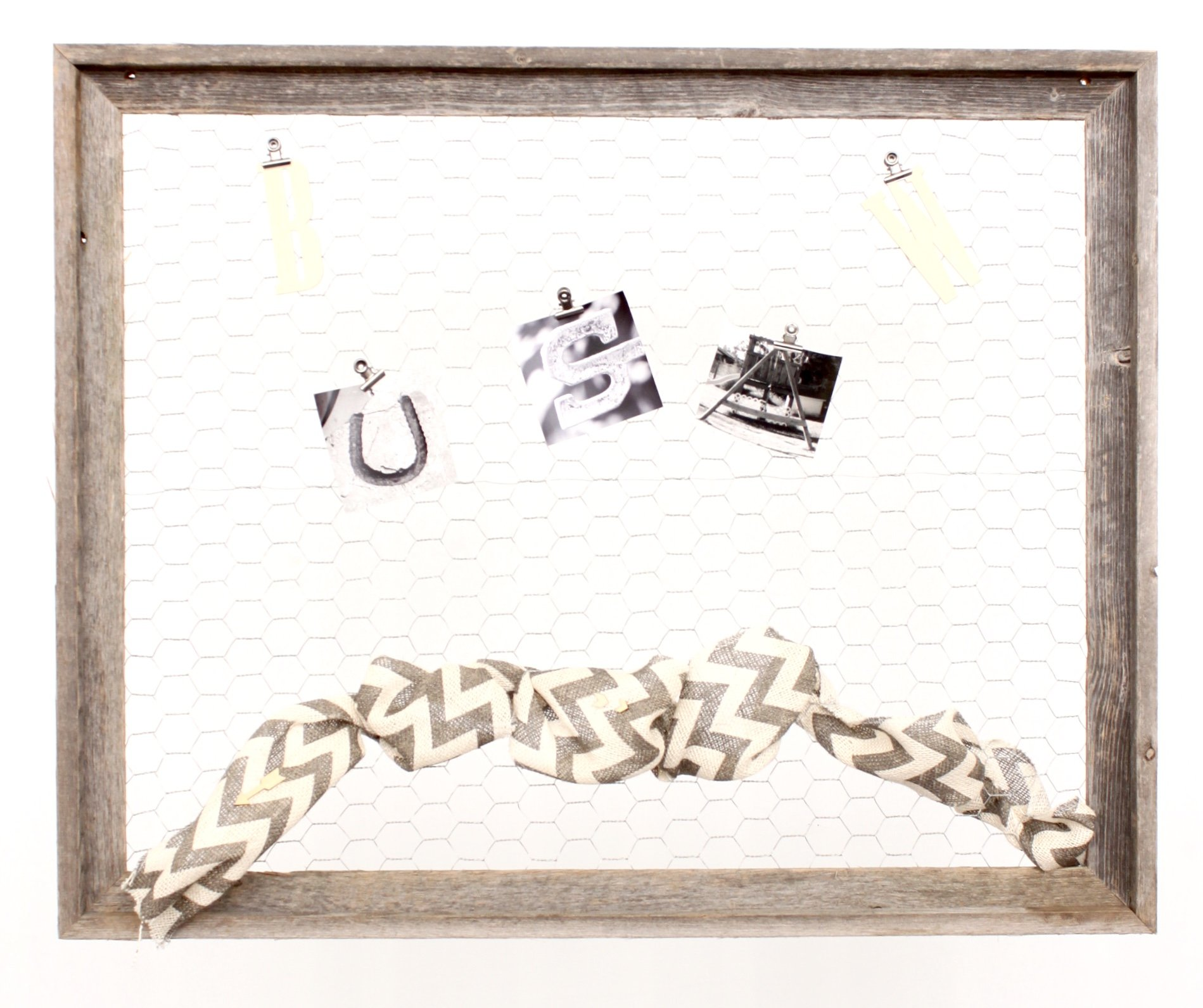 BarnwoodUSA   Chicken Wire Photo or Message Board, Jewelry Organizer - 10 Clothes Pins Included - 100% Up-Cycled Reclaimed Wood Frame (24 x 28 Frame) by BarnwoodUSA (Image #2)