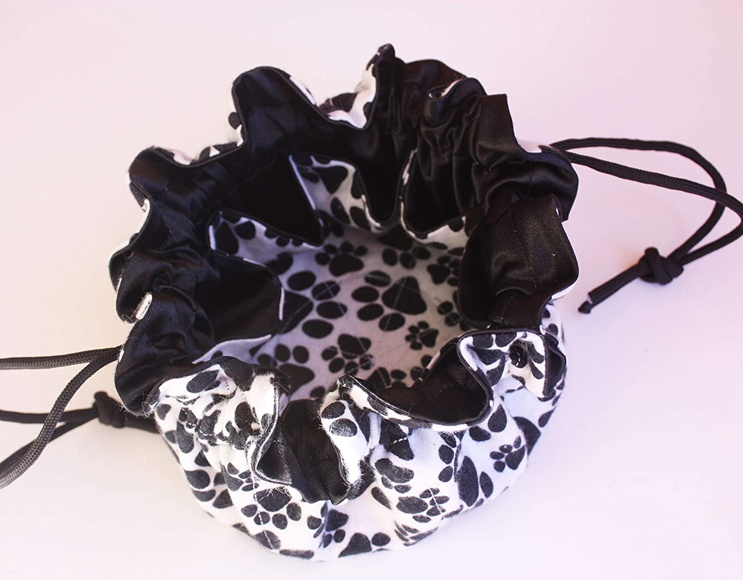 medications hair accessories pet treats or other small items. Perfect for travel and organizing jewelry A Black /& White Paw Print Design eight pocket Utility Pouch