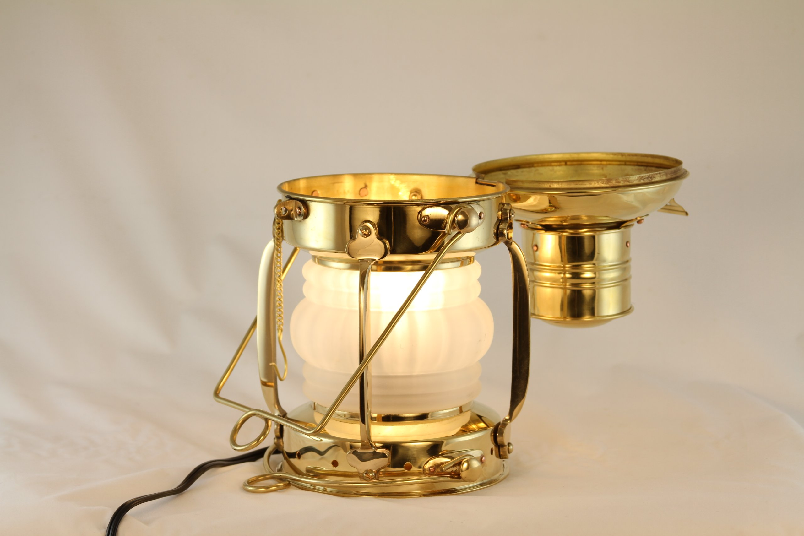 Vermont Lanterns - Electric Nautical Brass Anchor Lamp (10'', Brass)