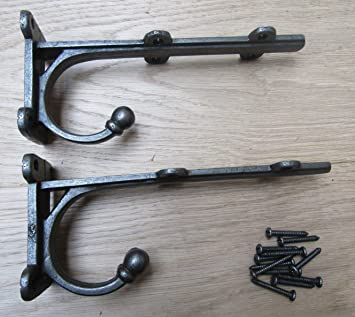 A PAIR OF ANTIQUE STYLE SMALL HAMMERED IRON BRACKETS CAST IRON SHELF BRACKET