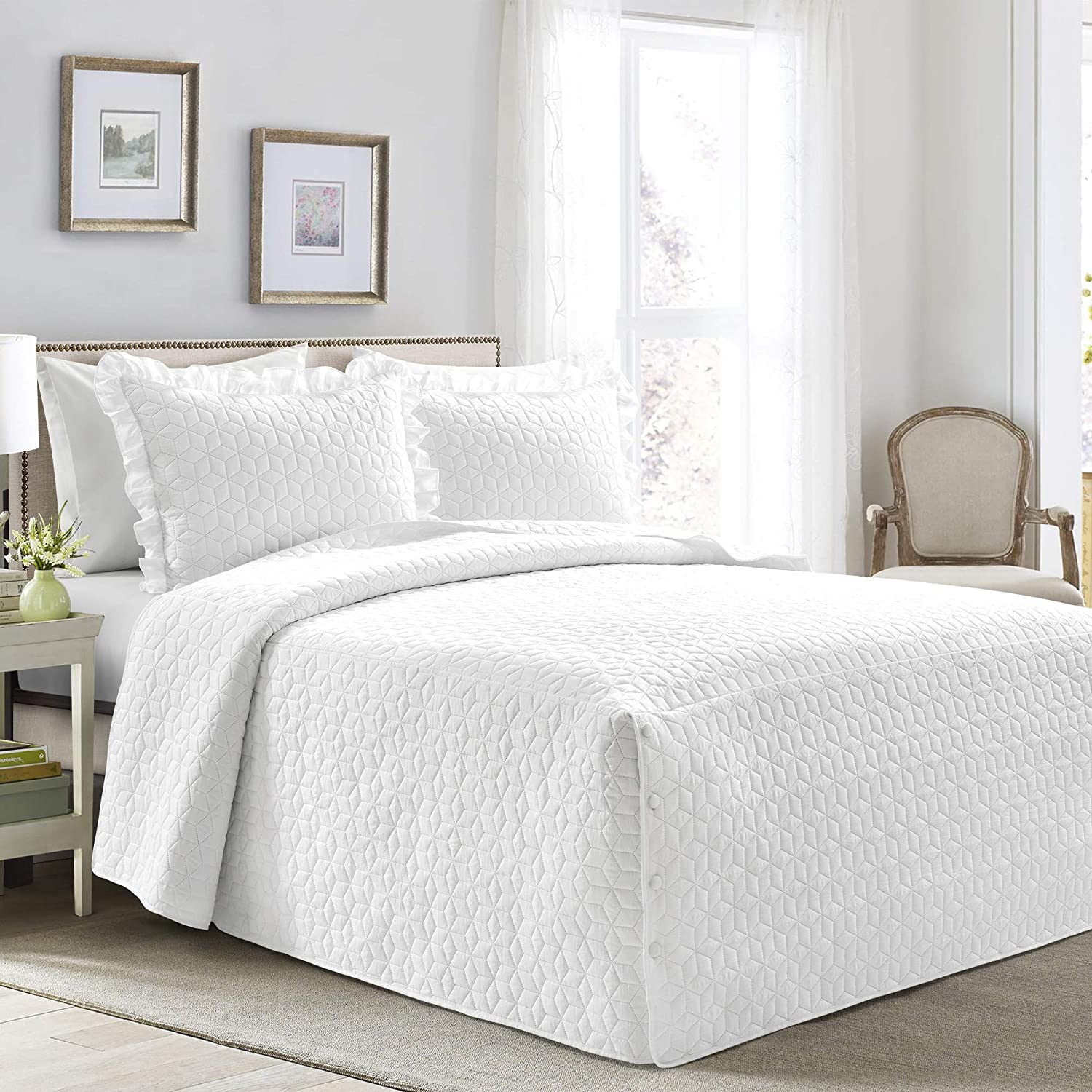 Lush Decor French Country Geo Ruffle Bedding, 3-Piece Bedspread Set (Queen, White)