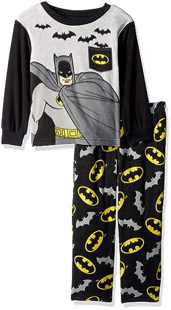 Amazon.com  DC Comics Boys  Toddler Batman 2-Piece Pajama Fleece Set ... 589acf1ac