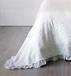 Matelasse Solid White Quilt Coverlet with a Vintage Style Textured Floral Pattern and a Lace Edge