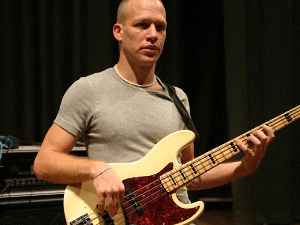 Avishai Cohen (Bassist)