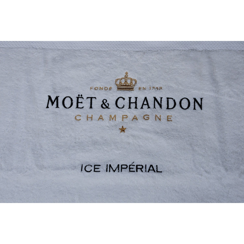 Ice Imperial Telo Mare nel lago Sack–Champagne Moët et Chandon ChamMC_IIHand