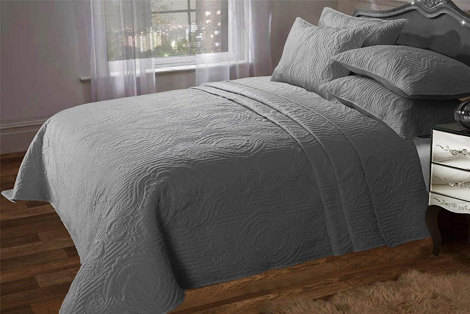 Olivia Rocco Sorrento Quilted Bedspread Designer Double King Comforter Throw White 240 x 260 cm