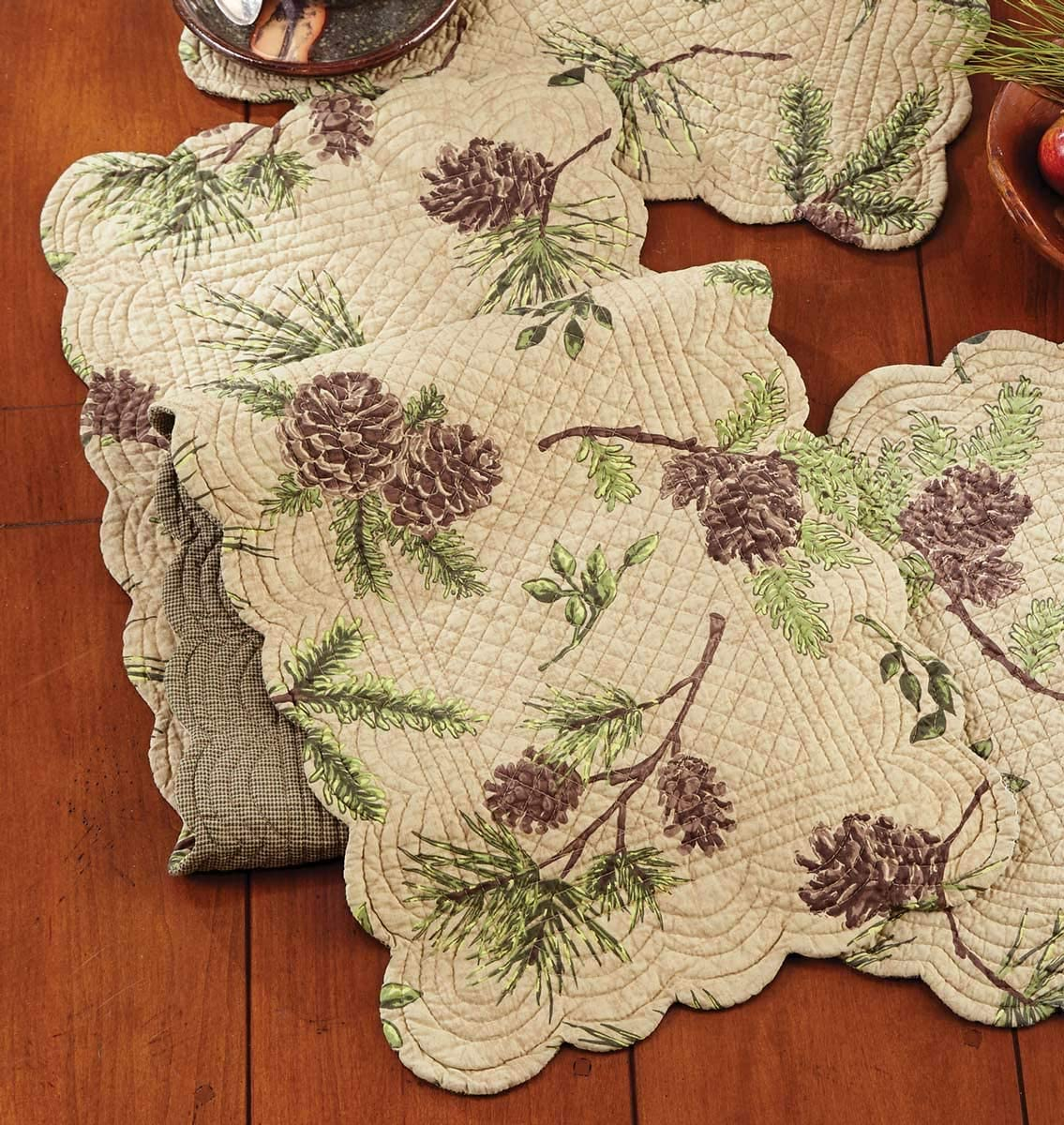 BLACK FOREST DECOR Pinecone Valley Table Runner