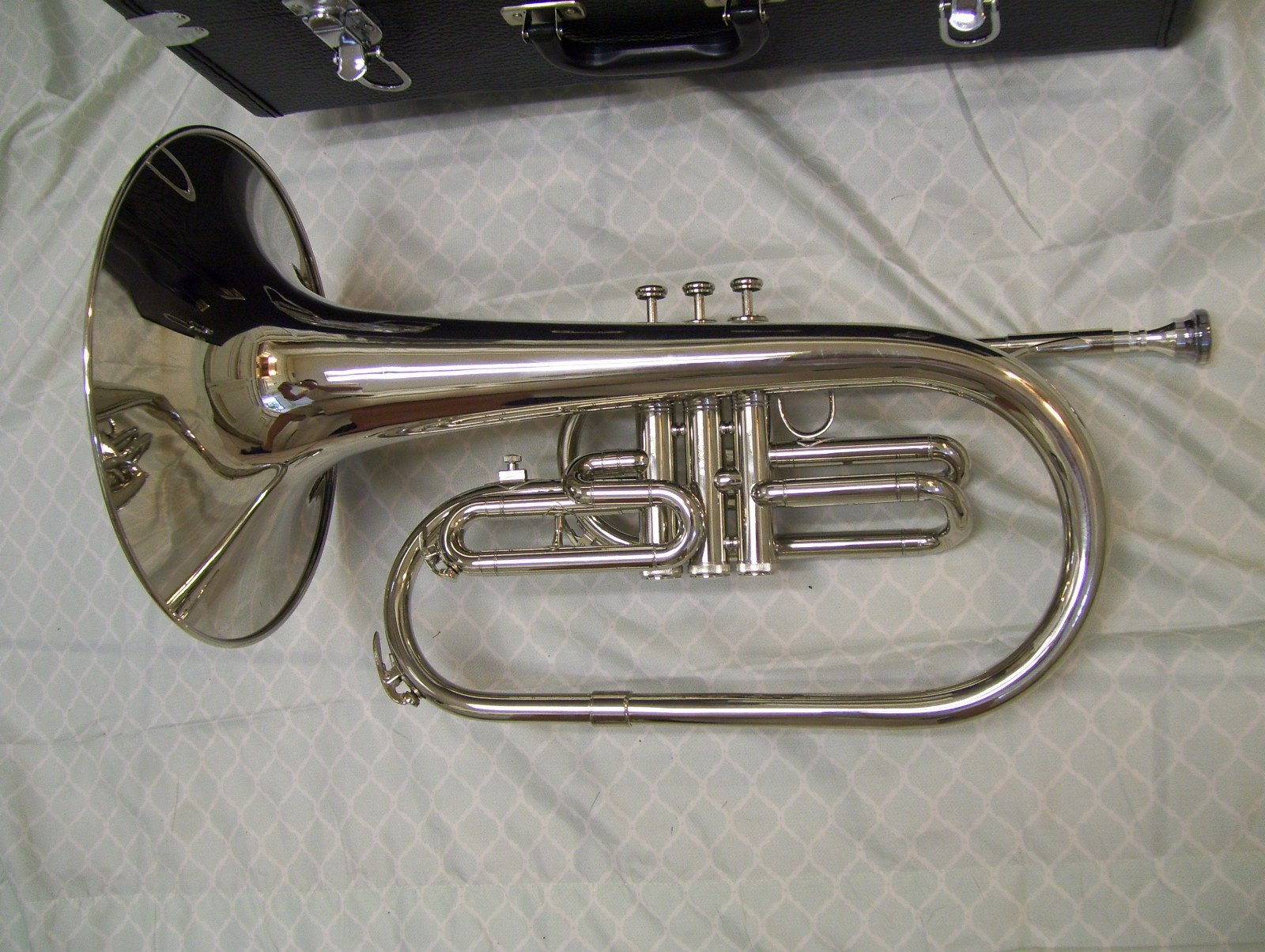 Mellophone with case and mouthpiece, Silver by Maestro (Image #2)