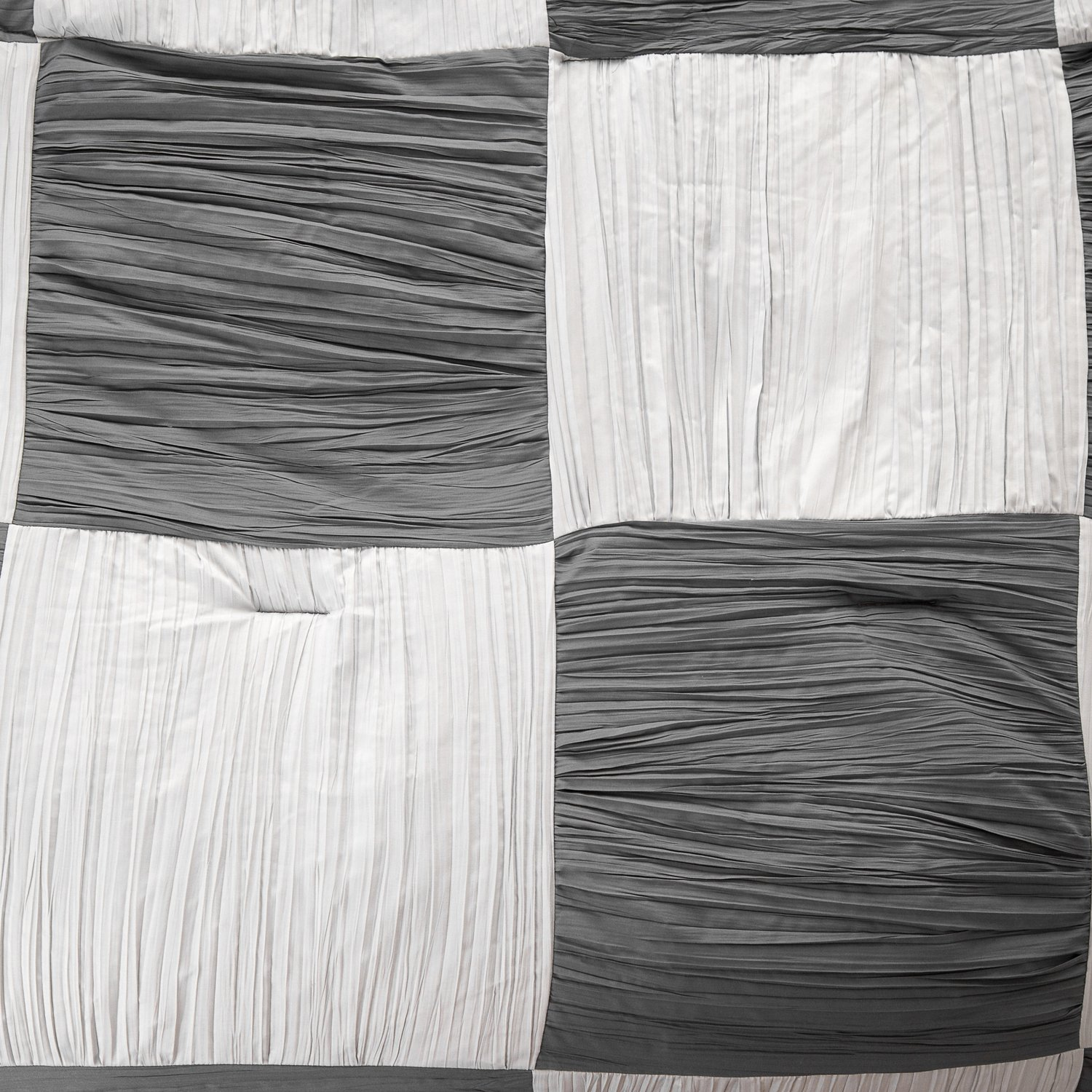 Black and White Full/Queen size 88x88 Bedding Comforter Chessboard Pattern Down Alternative with Pleat Surface and Grey Reverse Side by Bedsure