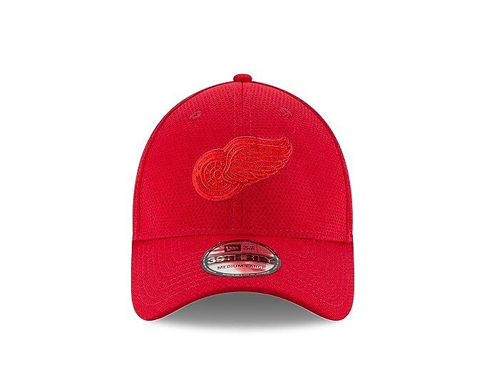 df4896317206f Amazon.com   New Era NHL Detroit Red Wings Adult Tone Tech Redux OTC 39THIRTY  Stretch Fit Cap