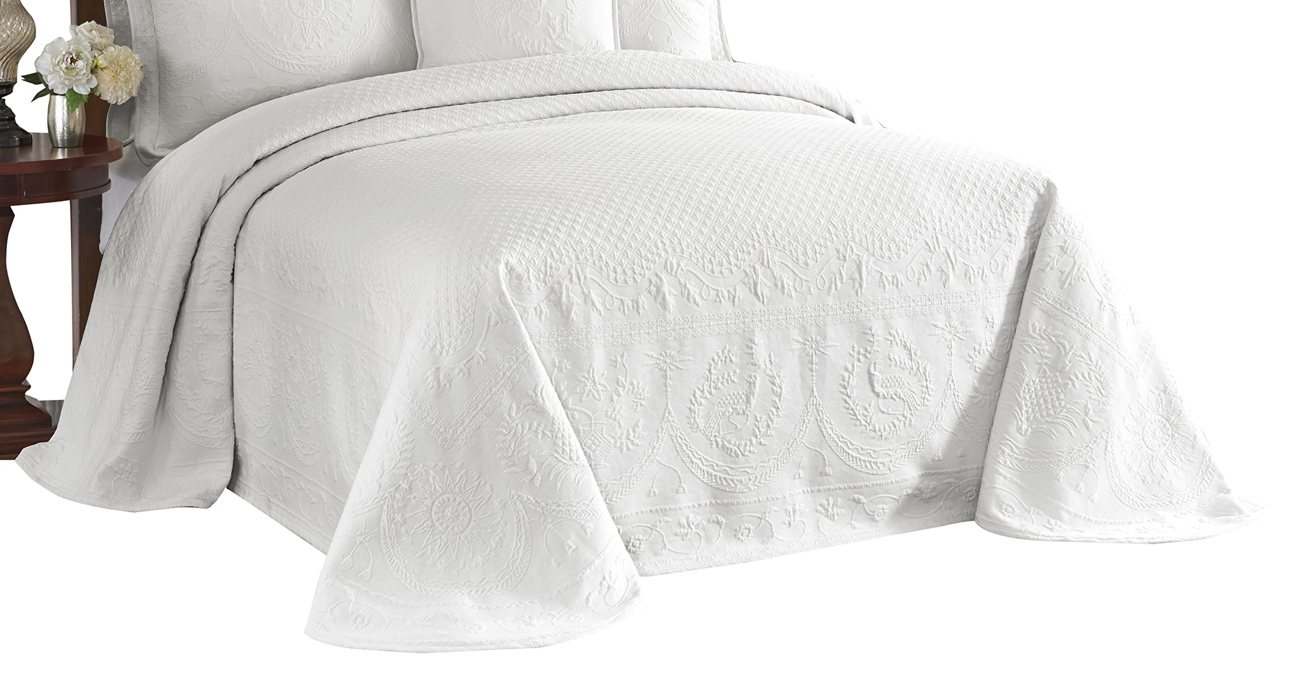 Historic Charleston 13989BEDDKNGWHI King Charles 120-Inch by 114-Inch Matelasse King Bedspread, White