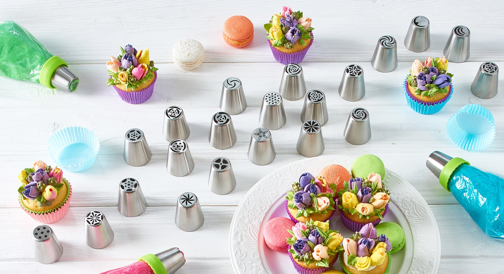 Russian Piping Tips - Cake Decorating Supplies - 39 Baking Supplies Set - 23 Icing Nozzles - 15 Pastry Disposable Bags & Coupler - Extra Large Decoration Kit - Best Kitchen Gift by Braviloni (Image #8)