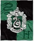 Northwest 哈利波特房徽丝绸触摸投掷 127 厘米 x 152.4 厘米 - 所有 4 个房子可选 Slytherin 1hpt/57500/0004/ ret