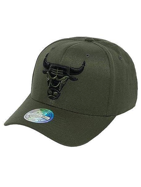 Mitchell   Ness Uomo Cappellini Snapback Cap The Olive   Black 2 Tone Logo 110  Chicago Bulls oliva Adjustable  Amazon.it  Abbigliamento 0bc0da58d31e
