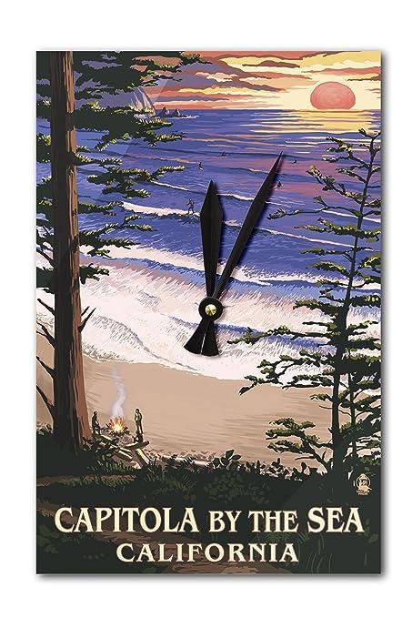 Capitola, California – Capitola por el sol en el mar y reloj de pared surfistas