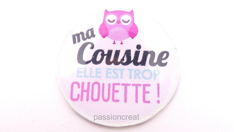 un magnet badge aimanté 'ma cousine elle est trop chouette' 56mm idée cadeau noël, anniversaire...
