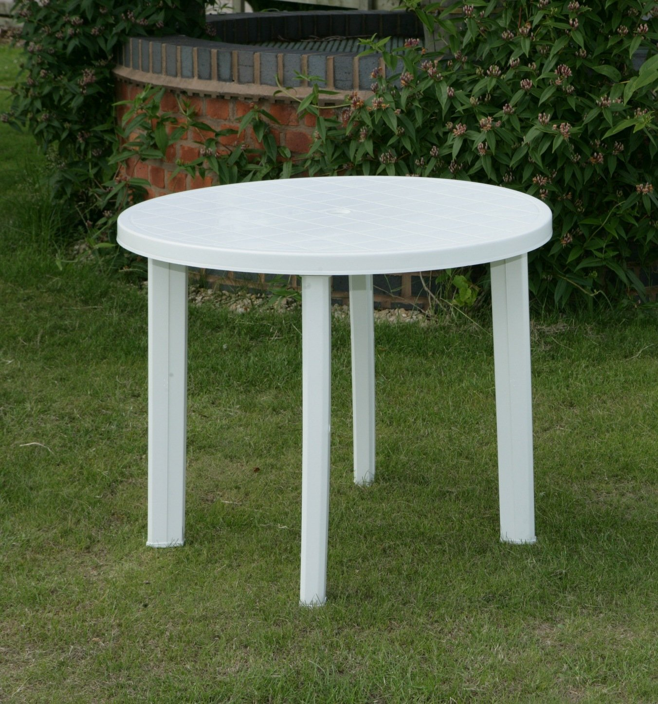 Plastic round patio table icamblog Plastic outdoor furniture