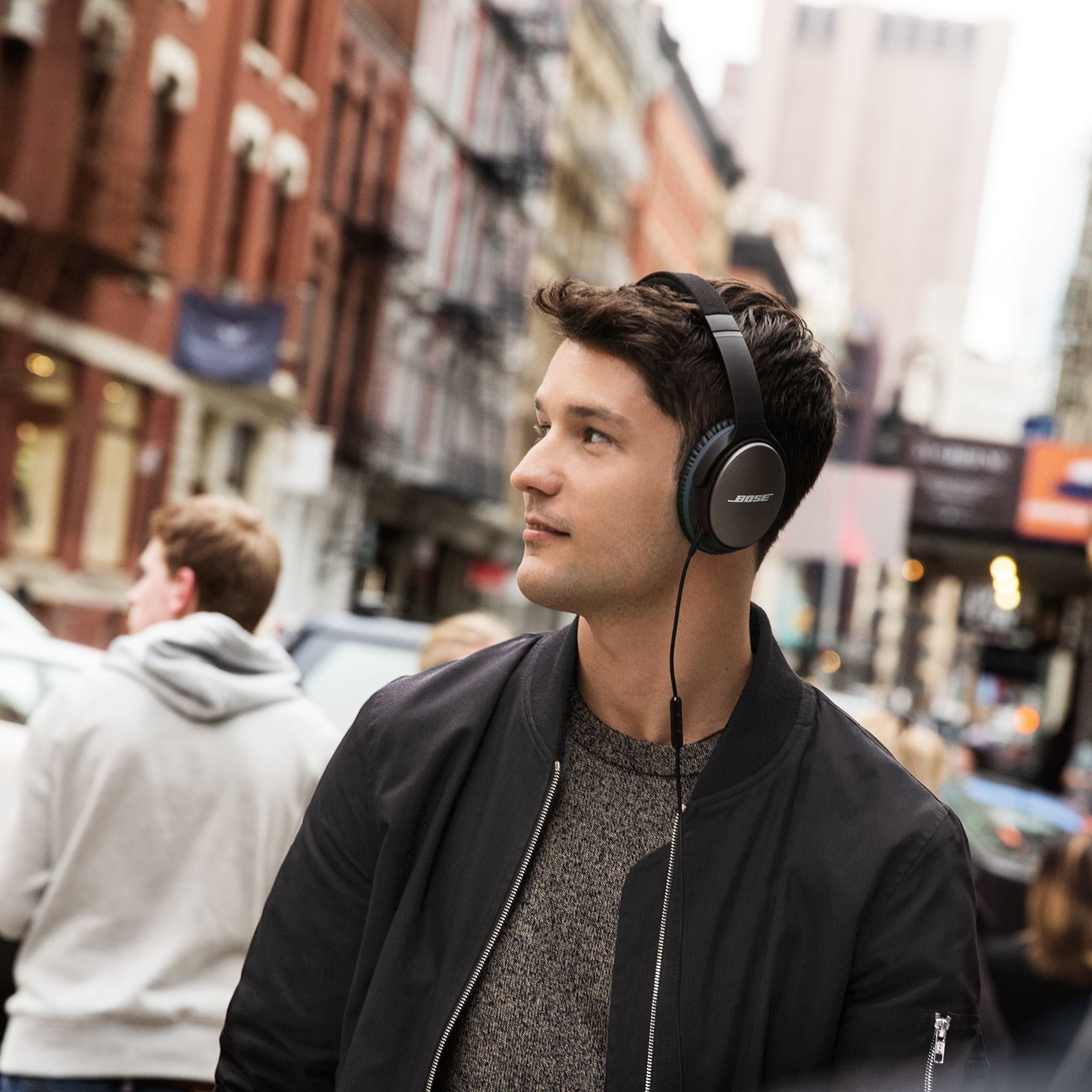 Bose QuietComfort 25 Acoustic Noise Cancelling Headphones for Apple devices - Black (wired, 3.5mm) by Bose (Image #12)